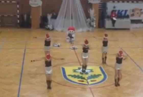 Plesna skupina FRKLJE- Novoletni Cheerleading 2014
